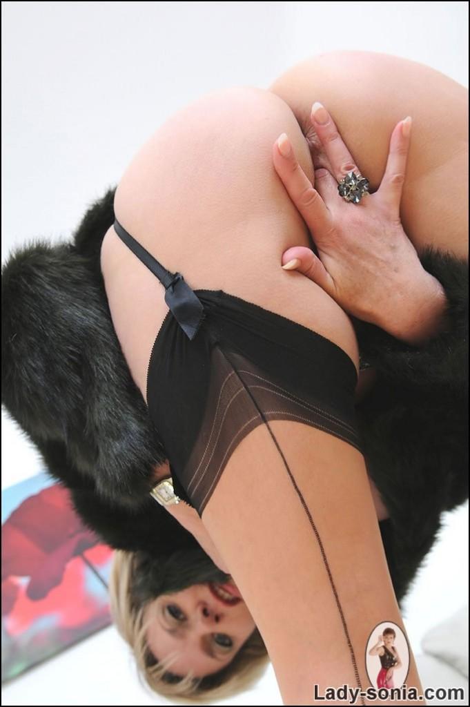 LADY SONIA   Fur and nylons milf dans nylons milf 141