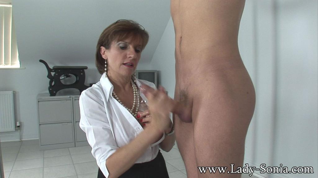 LADY SONIA   Cum milking handjob milf mistress dans Cum 11